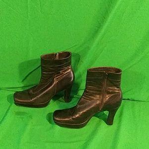 Nine west sz 7.5M black leather ankle boots